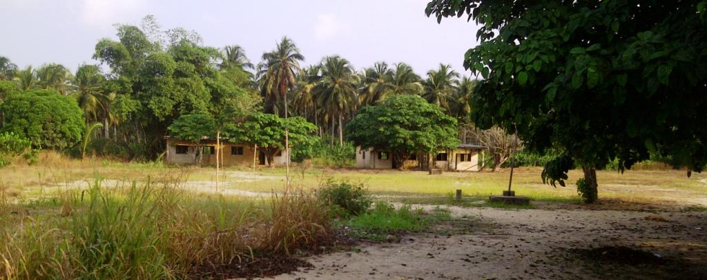 Une vue de la cours de l'ecole