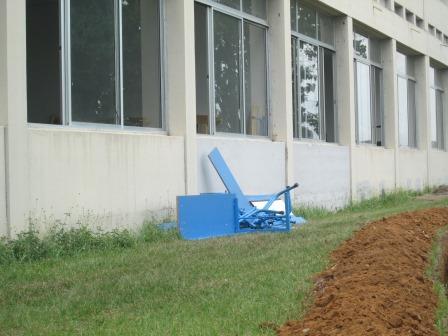 Tables bancs deja à la poubelle  (Ph.ABC)