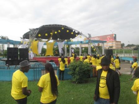 La prestation du groupe espoir 2000 - JIJ en RCI