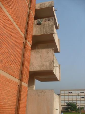 Effet de l'eau sur les murs avant le passage de nouvelles couches  (Ph.ABC)